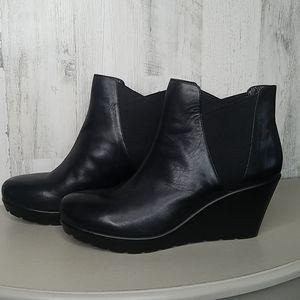 Nine West black leather wedge booties